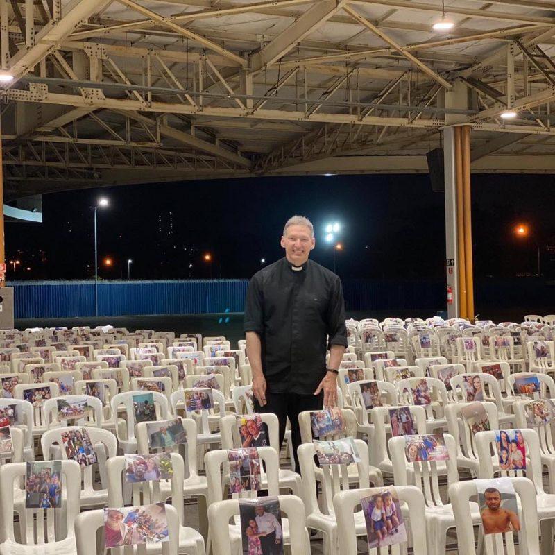 Padre Marcelo Rossi também encheu a igreja com fotos dos fiéis. – Foto: Reprodução/Facebook/ND