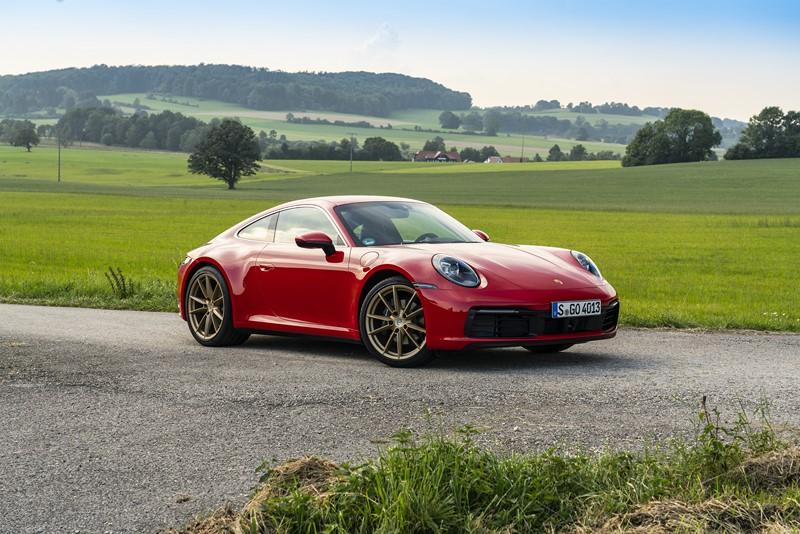 Porsche 911: por uma falha no pisca-alerta, algumas unidades fabricadas em 2019 do esportivo foram convocadas. O texto completo está aqui: http://bit.ly/2vAUYUk - Foto: Divulgação - Foto: Divulgação/Garagem 360/ND