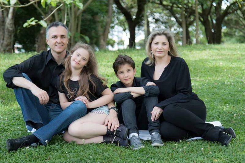 Apoio da família é fundamental: Georgia com o pai, Herman; o irmão, Caio; e a mãe, Rubia – Foto: Arquivo Pessoal/ND