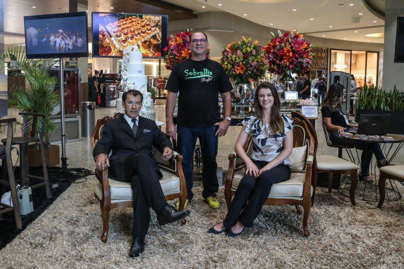 Carlos Corrêa, Toni da Silva e Juliana Oliveira, expositores da Mostra CaseBem – Foto: Anderson Coelho/ND