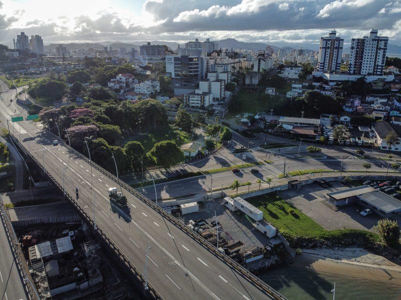 Alça de acesso para quem sai da Colombo Salles em direção à Beiramar Continental; calmaria incomum - Anderson Coelho/ND
