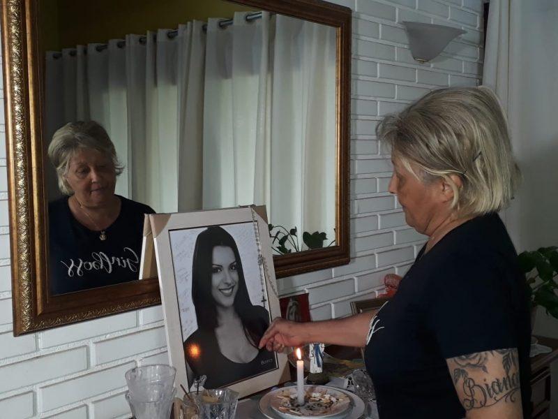 Sônia viu a filha ser assassinada dentro da casa onde criou a caçula – Foto: Talita Catie/ND