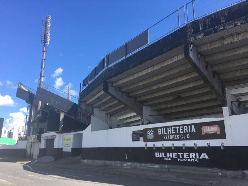 Entorno do Orlando Scarpelli, como não poderia ser diferente, vazio, por causa da medida punitiva contra o Figueirense - Diogo de Souza/ND