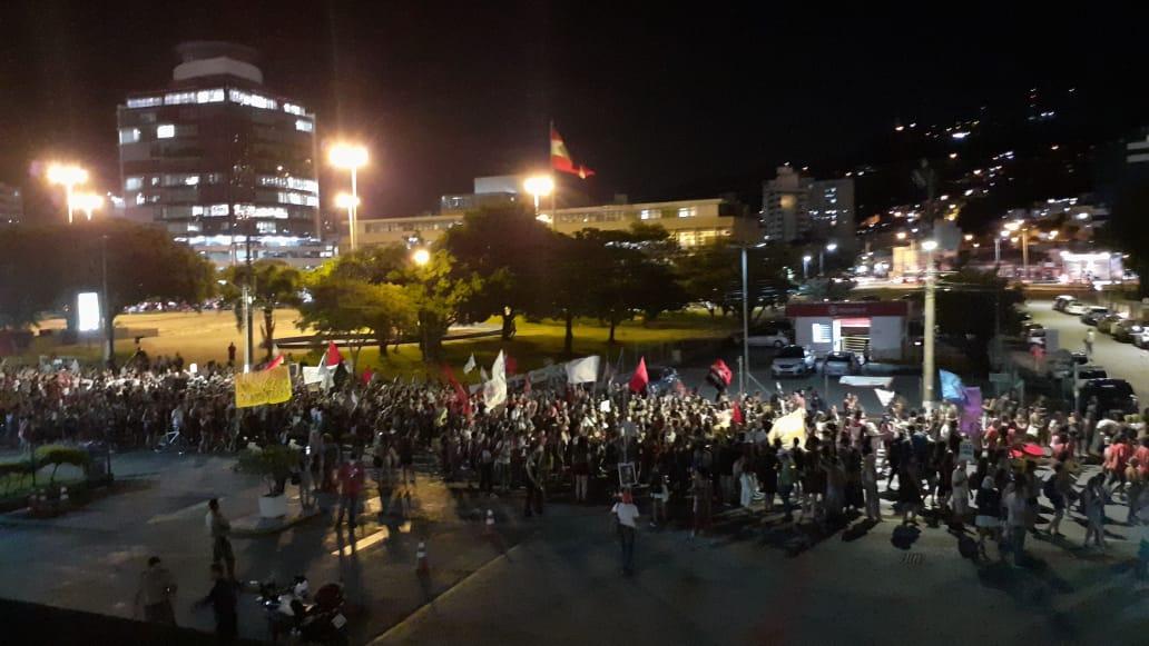Concentração iniciou-se na praça Fernando Machado, também conhecida como Miramar - Linete Martins/Divulgação/ND