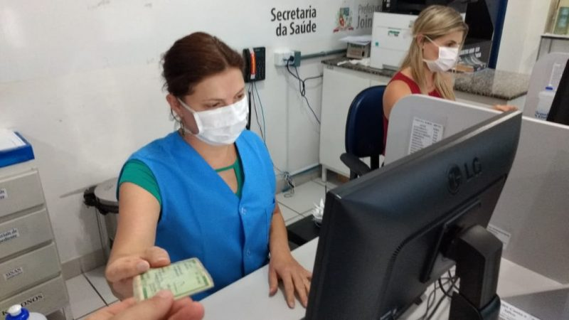 Profissionais que estiverem na recepção do Pronto Atendimento também devem utilizar máscara cirúrgica – Foto: Rogério da Silva/Secom/Divulgação ND
