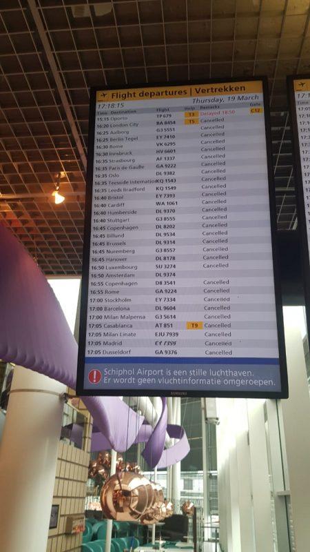 Painel de decolagens no aeroporto Schiphol, em Amsterdã, mostra quase 100% de voos cancelados numa tarde – Foto: Diogo Maçaneiro/ND