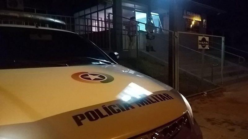 Suspeito do crime foi preso e levado à CPP de Chapecó – Foto: Polícia Militar/Divulgação/ND