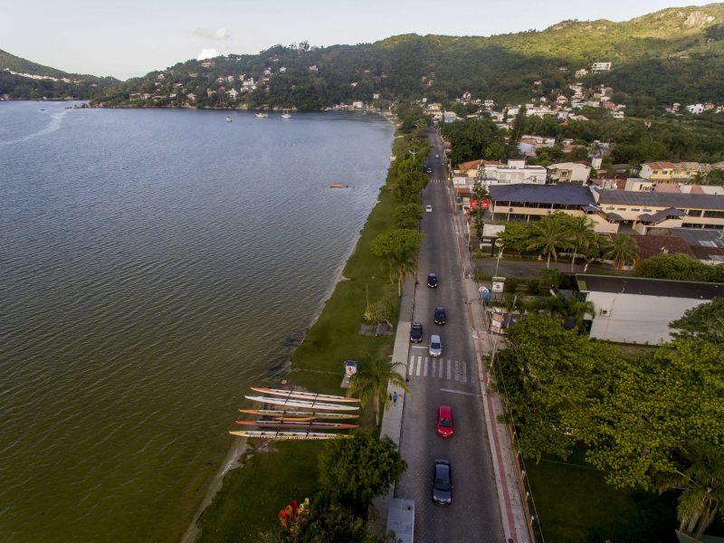 Avenida das Rendeiras, na Lagoa da Conceição. Março de 2020. - Flávio Tin/ND