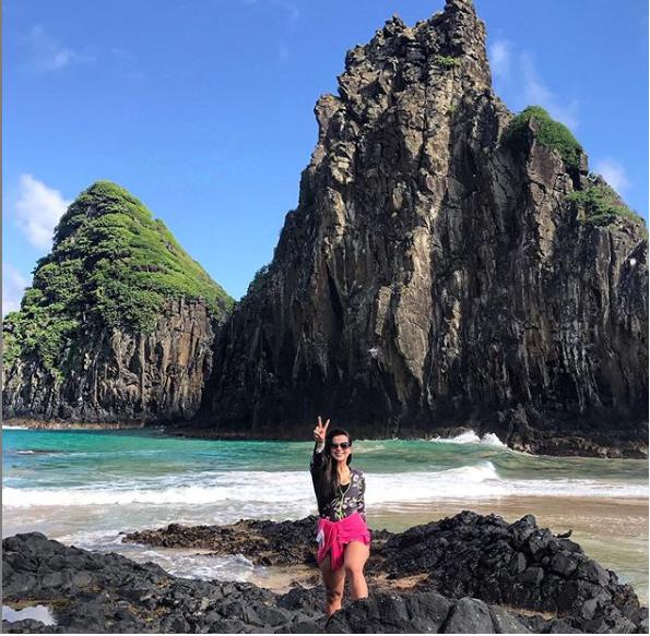 Nas redes sociais, ela contou que nos dias anteriores ao ataque, diversos tubarões foram vistos na ilha. - Instagram/Divulgação ND