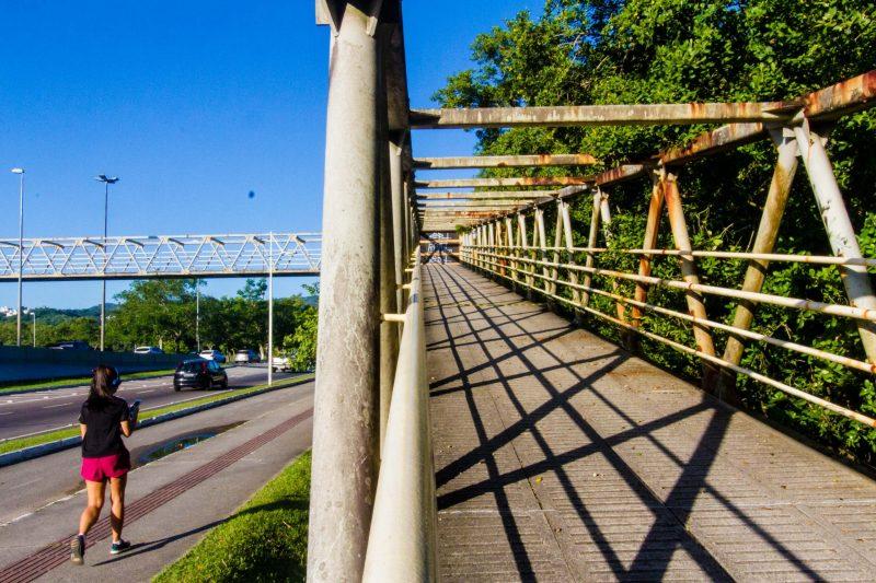 Passarela do CIC, em Florianópolis, passa por revitalização e deve ser entregue em 70 dias – Foto: Foto Flavio Tin/ND