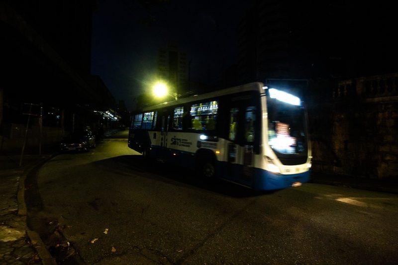 Apenas poucos ônibus circulam na Capital do Estado por conta da pandemia. - Anderson Coelho/ND