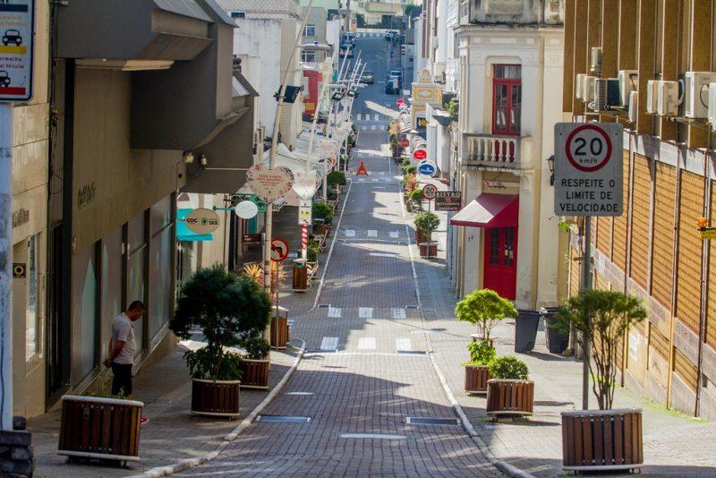 Sexta-feira (20), centro de Florianópolis, em dia de quarentena - Foto Flavio Tin/ND