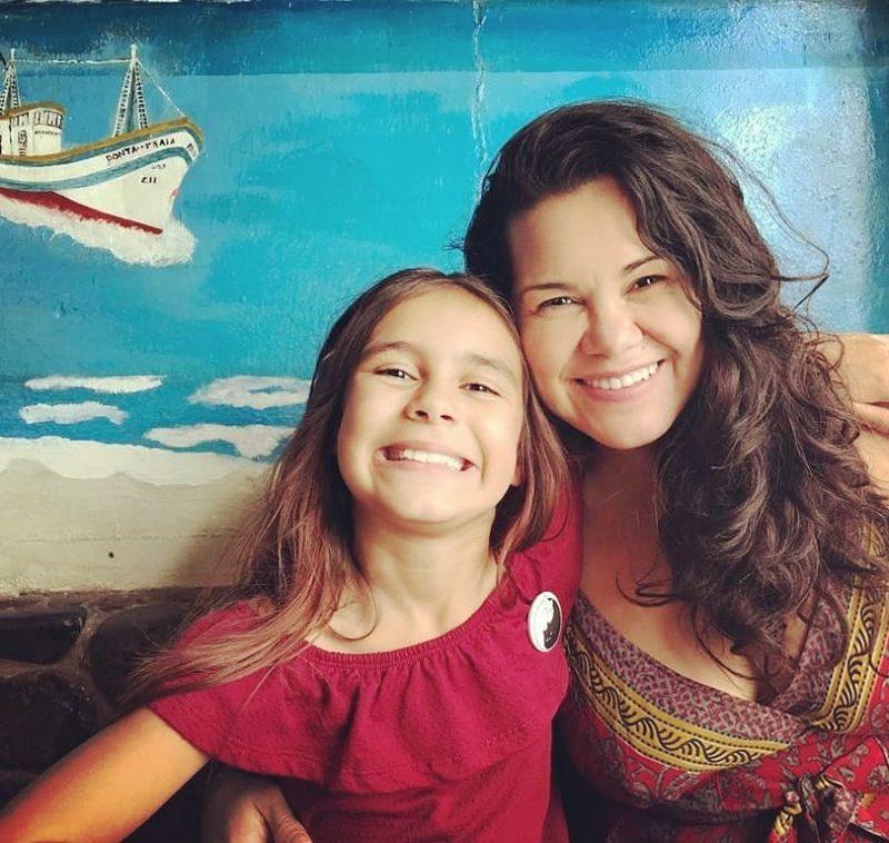 Lígia e a filha Clara, de nove anos, após guinada na carreira – Foto: Arquivo pessoal/Divulgação/ND