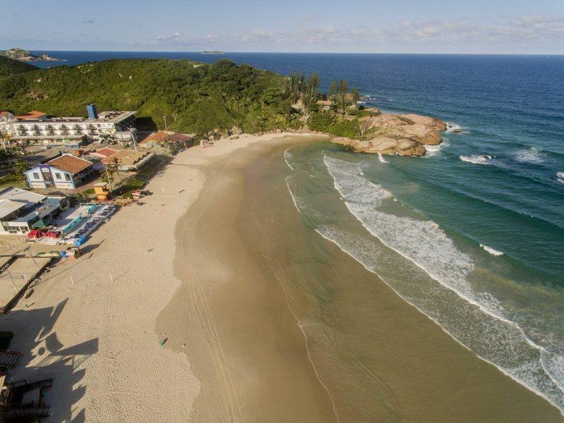 Praia da Joaquina em um domingo de março e quarentena em Florianópolis - Flávio Tin/ND