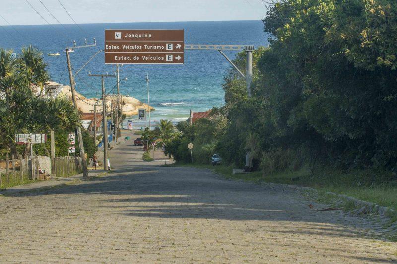Acesso à Praia do Joaquina em um domingo com mais de 30ºC. Reflexo do coronavírus - Foto Flavio Tin/ND