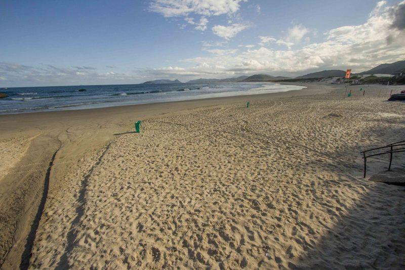 Acredite! é a Praia da Joaquina em um domingo, véspera de feriado e temperatura de 33ºC. - Foto Flavio Tin/ND