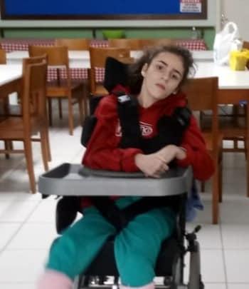 Milena Ascari Dutra, de 19 anos, é a primeira vítima da Covid-19 em Grão Pará, no Sul de Santa Catarina. A jovem teve pneumonia em março e se recuperou, mas acabou adoecendo novamente maio. Ela chegou a ser internada na UTI do Hospital São José, em Criciúma, mas teve alta dias depois. No último dia 24 de maio, Milena foi levada pelos pais ao Hospital Santa Teresinha, em Braço do Norte. Dutra ficou cinco dias em um leito da enfermaria da unidade até falecer no dia 29. Ela fez dois testes rápidos para a Covid-19 e o segundo identificou anticorpos para o vírus. - Reprodução/Facebook