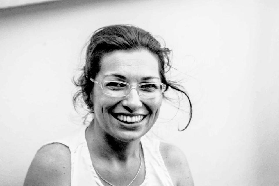 """Rosana Magali Pereira, de 46 anos, morreu no dia 6 de junho. Ela era moradora do bairro São Vicente, em Itajaí, e estava internada no hospital Marieta. A causa da morte foi registrada como aneurisma e, no dia seguinte, um exame comprovou também a infecção por Covid-19. Segundo a Secretária de Saúde de Itajaí, Rosana tinha sequelas de poliomielite e era hipertensa. """"Guerreira, determinada, amante dos gatos, apreciadora do futebol e do flamengo, nos deixará muita saudade"""" escreveu a equipe da Semasa de Itajaí, onde ela trabalhava. Ela deixa um filho. - Reprodução/Redes Sociais/ND"""