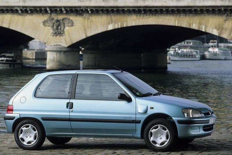 Peugeot 106 életrique (1996) - Foto: Divulgação/Peugeot/Garagem 360/ND