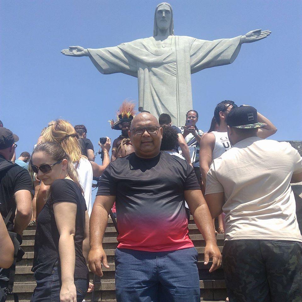"""Jânio Melgueiros Cavalcante, de 49 anos, era natural de Manaus, mas morava em São José. Ele morreu no dia 15 de abril em um hospital privado de Joinville, por coronavírus. Confira a reportagem completa: <a href=""""https://bit.ly/2RFkH60"""">https://bit.ly/2RFkH60</a> - Reprodução Facebook"""