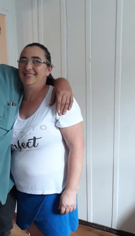Lili Quisinski, de 49 anos, foi a primeira vítima fatal da Covid-19 em Rodeio, no Vale do Itajaí. Ela estava internada desde o dia 2 de maio no Hospital Santa Catarina em Blumenau. Ela morreu 20 dias depois. Confira a reportagem completa: https://bit.ly/2TyFg52 - Reprodução/Facebook