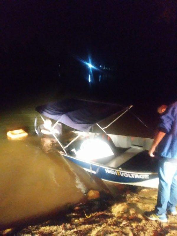 Embarcação ficou à deriva e bombeiros foram acionados para o resgate de duas pessoas – Foto: Divulgação/ND