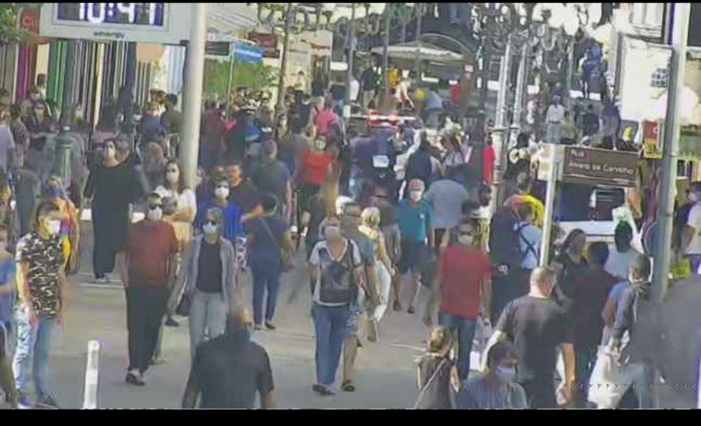 Grande circulação de pessoas na região Central de Florianópolis - Polícia Militar/Divulgação/ND
