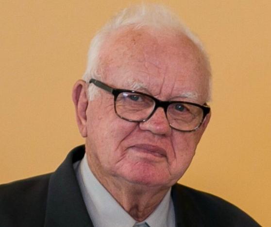 Aquelino Benedet, de 87 anos, morreu na noite do dia 7 de abril. Portador de diabetes mellitus, ele foi a quarta vítima de coronavírus apenas no município de Criciúma. Benedet deixou uma esposa e quatro filhos. Seu corpo foi sepultado no Cemitério Municipal de Criciúma. Confira a reportagem completa: https://bit.ly/34Bz4gR - Divulgação/ND