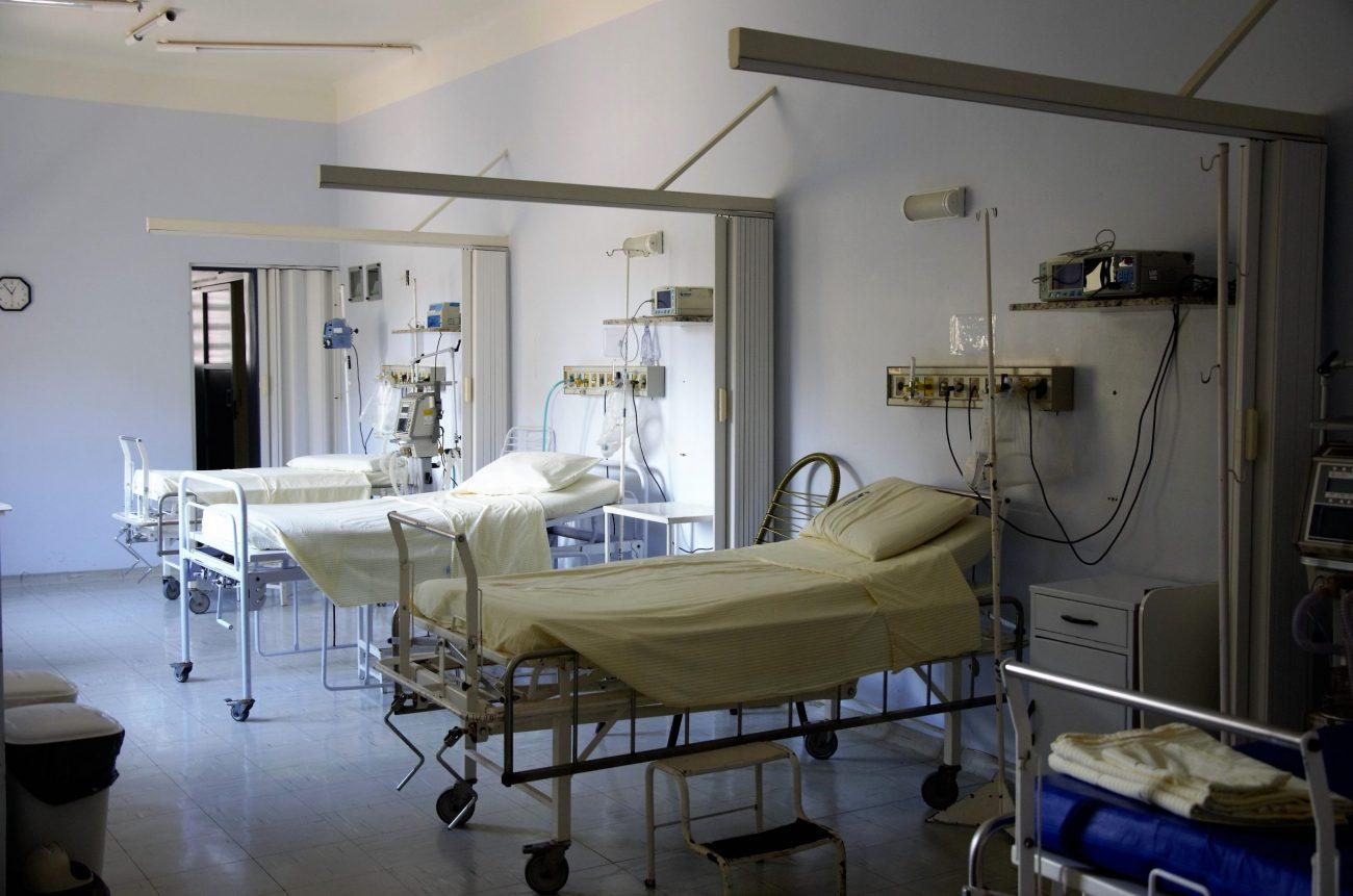 Uma idosa, de 65 anos, foi a quarta morte por coronavírus em um asilo em Antônio Carlos, no dia 10 de abril. Ela morreu dentro da casa de instituição, ao contrário das outras vítimas, que foram hospitalizadas - Pixabay