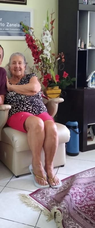 Eunice Souza Zanela, 81 anos, morreu no dia 17 de abril em Balneário Camboriú. Segundo a prefeitura do município, ela estava internada na UTI (Unidade de Terapia Intensiva) do Centro Municipal de Tratamento e Acolhimento da Covid-19 desde o dia 4 de abril. Ela era cardiopata. Confira a reportagem completa: https://bit.ly/3eANHWo - Reprodução/Facebook