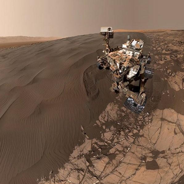 @marscuriosity (www.instagram.com/marscuriosity): Essa conta no Instagram pertence ao robô Curiosity, que coleta informações e dados diretamente de Marte. Experimento da NASA, ele publica fotos da superfície marciana enquanto explora o planeta vermelho. - Crédito: Reprodução/Instagram/33Giga/ND