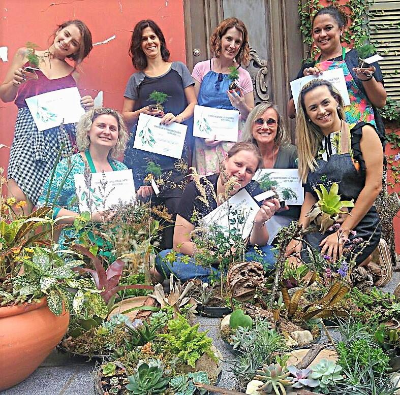 Juliana Hames e suas alunas - Divulgação/ND