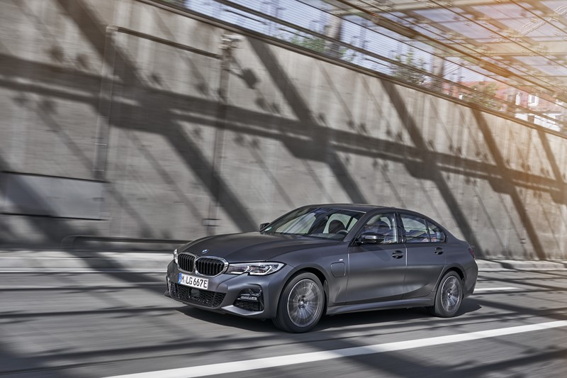 BMW lança versão híbrida do Série 3 no Brasil - Foto: Divulgação/BMW/Garagem 360/ND