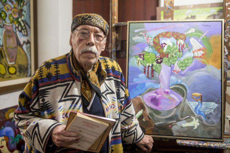 """Nascido em Paris, em 1939, <strong>Rodrigo de Haro</strong> é um artista multifacetado. Tem obras memoráveis expostas aqui na Capital, como o mural que ocupa o prédio da reitoria da UFSC (Universidade Federal de Santa Catarina).Como poeta, entre suas principais publicações está o livro de poemas surrealistas """"Folias do Ornitorrinco"""". – Foto: Flavio Tin/Arquivo/ND"""