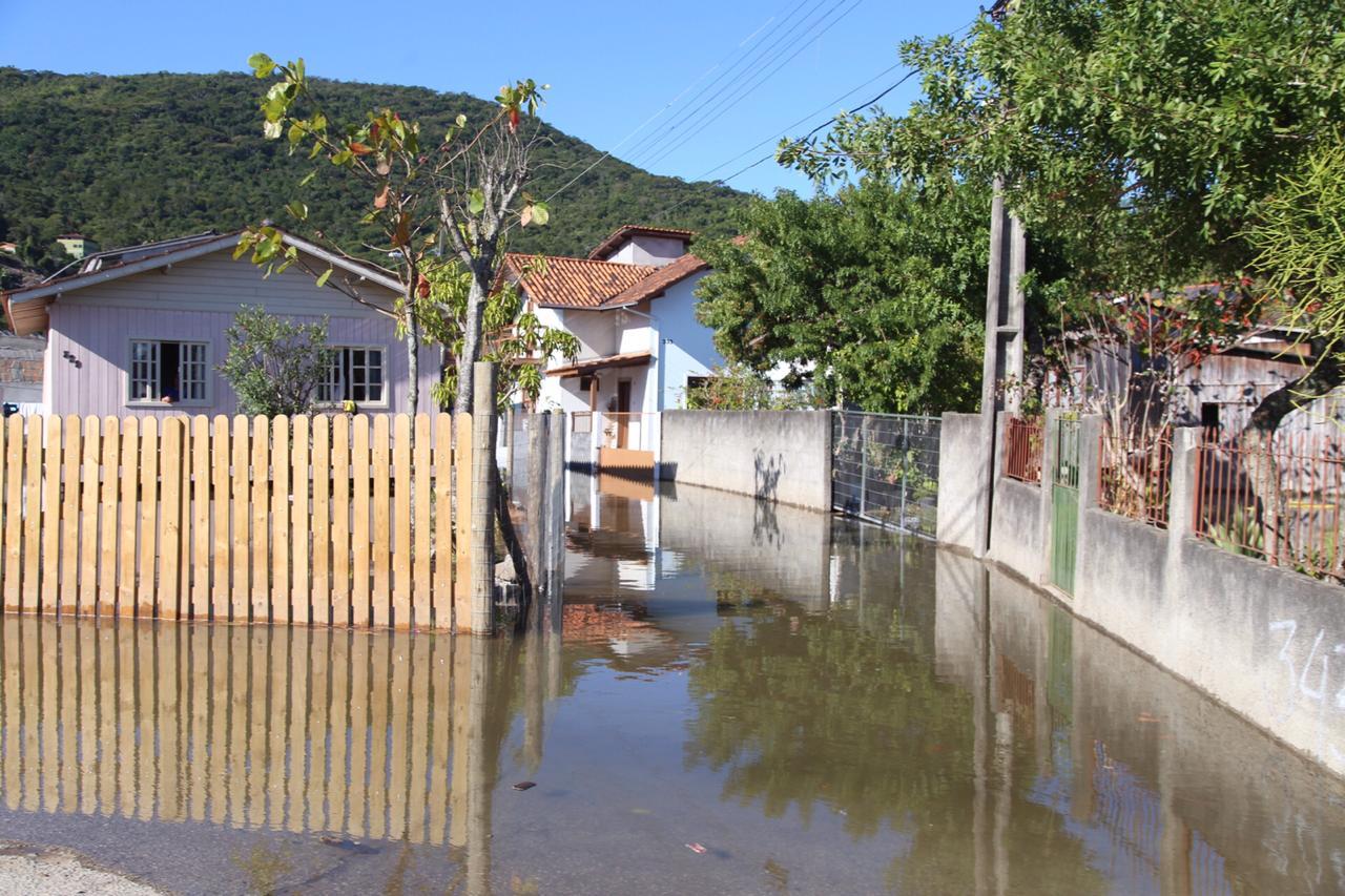 Ruas também foram tomadas pelas águas - Anderson Coelho/ND