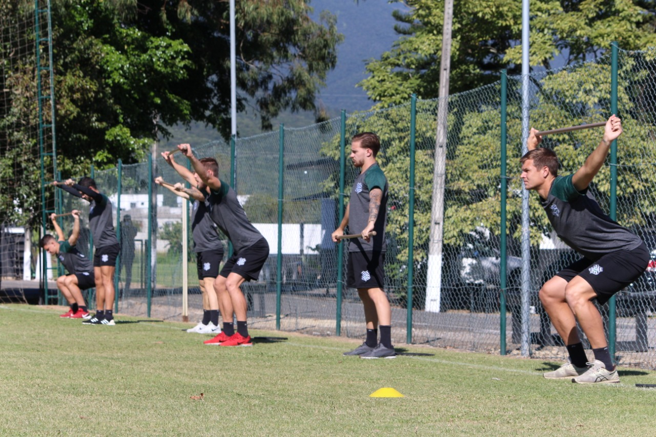 O Figueirense retornou aos treinos em campo nesta segunda-feira (18), no CFT (Centro de Formação e Treinamento) do Cambirela, em Palhoça, na Grande Florianópolis - Patrick Floriani/FFC