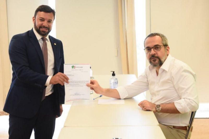 Encontro com o ministro da educação e entrega do convite para a reunião do Fórum – Foto: Divulgação/ND