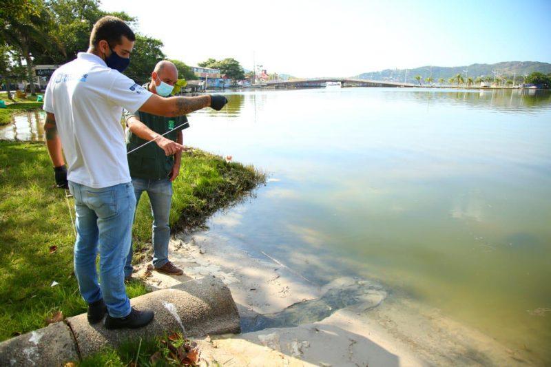 Testes com corantes apontaram o extravasamento da rede coletora de esgoto direto para a lagoa – Foto: Divulgação/ND