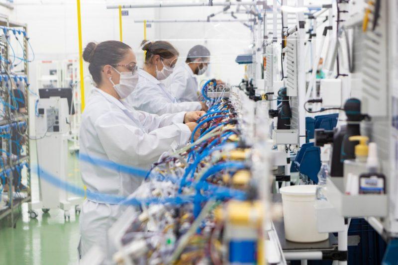 Weg adaptou fábricas em Jaraguá do Sul para produzir os respiradores que agora vão ajudar a salvar vidas em todo o Estado – Foto: Divulgação Weg