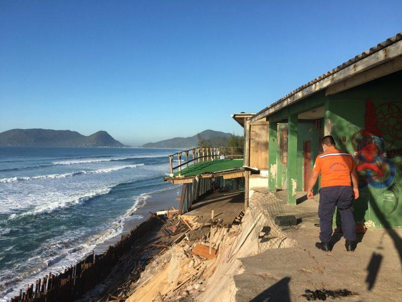 Casas tiveram que ser interditadas no Campeche, em Florianópolis – Foto: Defesa Civil/Divulgação/ND