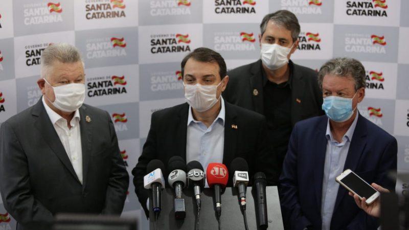 Governador Carlos Moisés anunciou a autonomia de decisões aos municípios em visita a Joinville – Foto: Carlos Junior/ACIJ
