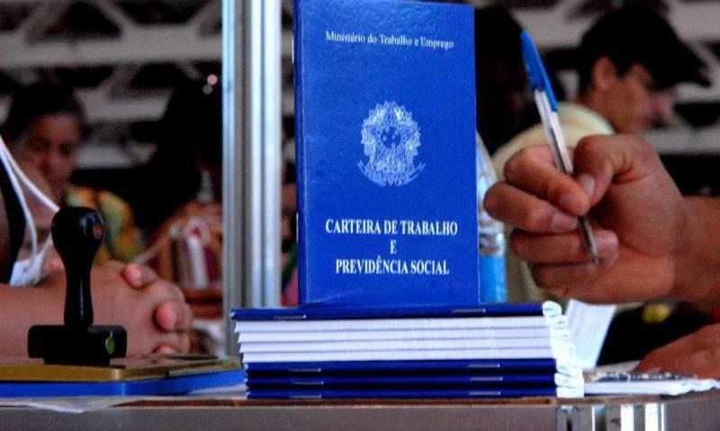 Carteira de Trabalho – Foto: Marcelo Casal/Agência Brasil