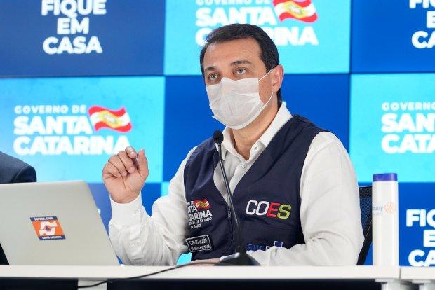 Carlos Moisés durante coletiva – Foto: Ricardo Wolffenbuttel/Secom/Divulgação/ND