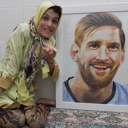 A iraniana também é apaixonada por futebol, e é no esporte que encontra as maiores inspirações para pintar. Ela já retratou jogadores como o argentino Lionel Messi, que é seu grande ídolo, e Cristiano Ronaldo - Reprodução/Instagram