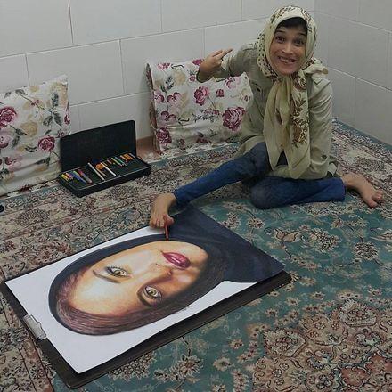 Além de pintar, Fatemeh também é escritora e já tem três livros publicados no Irã - Reprodução/Instagram