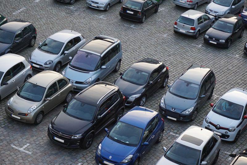 Carros seminovos, com até 2 anos de uso, tendem a valorizar durante a crise - Pixabay