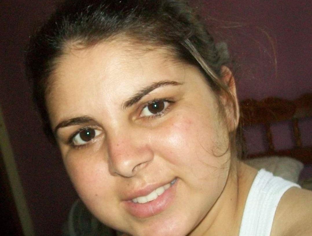 """Vanesa Neuber Salm, de 34 anos, morreu no dia 5 de maio. Ela era servidora pública da Secretaria Municipal de Promoção da Saúde, em Blumenau. Salm foi a primeira morte registrada no município.Ela atuava como técnica de enfermagem no Caps e estava internada desde o dia 7 de abril no Hospital Santa Isabel. A enfermeira tinha uma doença autoimune, integrando o grupo de risco. Confira a reportagem completa: <a href=""""https://bit.ly/3bgtySQ"""">https://bit.ly/3bgtySQ</a> - Reprodução/Redes Sociais/ND"""
