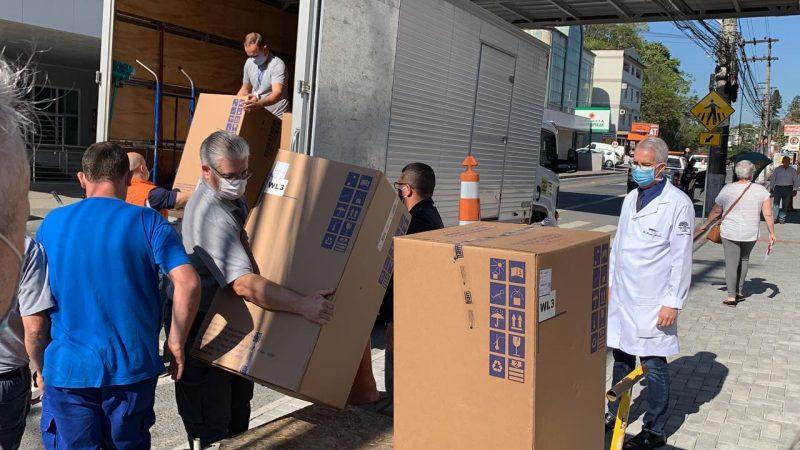 Respiradores para leitos de UTI voltados à Covid-19 têm sido entregues em várias unidades hospitalares para reforçar a estrutura disponível no Estado – Foto: Karolina Bonin/Divulgação/ND