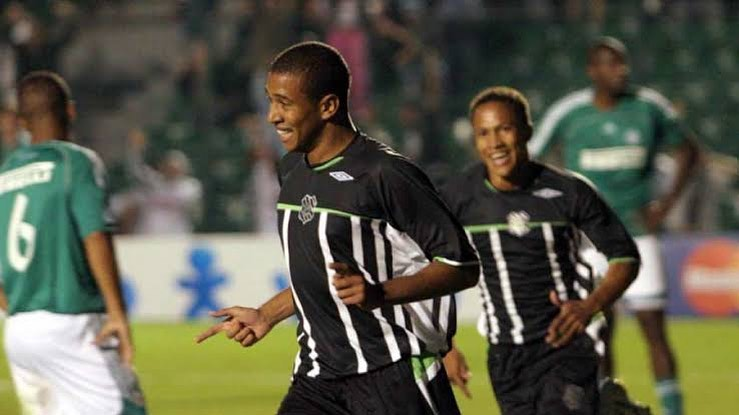 22/4/2006: O Figueirense atropela o Palmeiras no Orlando Scarpelli, 6 a 1. Schwenck (2), Soares (2), Fininho e Carlos Alberto marcaram para o Furacão e Washington, para o Palmeiras. - Redes Sociais/Reprodução