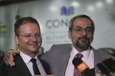 Secretário Nacional de Alfabetização Carlos-Nadalim e Ministro da Educação Abraham Weintraub – Foto: José Cruz/Agência Brasil